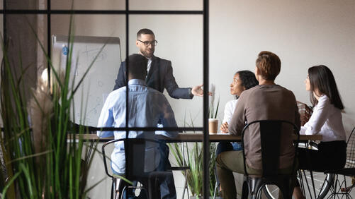 what does a contract trainer do?